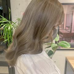 ガーリー ハイトーンカラー ベージュ 透明感カラー ヘアスタイルや髪型の写真・画像