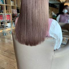 ミルクティーベージュ ハイトーン ナチュラル セミロング ヘアスタイルや髪型の写真・画像