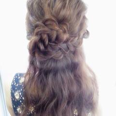 ロング 波ウェーブ 三つ編み ヘアアレンジ ヘアスタイルや髪型の写真・画像