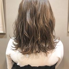 ハイライト 大人かわいい ミディアム ラフ ヘアスタイルや髪型の写真・画像