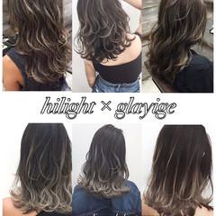 ミディアム ウェーブ ハイライト グレージュ ヘアスタイルや髪型の写真・画像