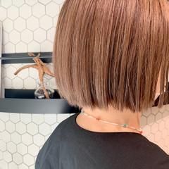 切りっぱなしボブ ナチュラル ボブ 極細ハイライト ヘアスタイルや髪型の写真・画像