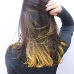 イエロー セミロング 大人かわいい グラデーションカラー ヘアスタイルや髪型の写真・画像