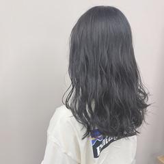 ブルーブラック アッシュグレー 透明感カラー ダークグレー ヘアスタイルや髪型の写真・画像