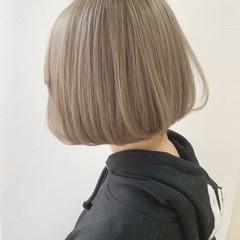 フェミニン ベージュ シルバー ホワイトシルバー ヘアスタイルや髪型の写真・画像