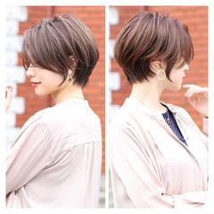 ショート ショートヘア ナチュラル ベージュ ヘアスタイルや髪型の写真・画像