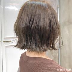 ミルクティーベージュ ボブ 切りっぱなしボブ グレージュ ヘアスタイルや髪型の写真・画像