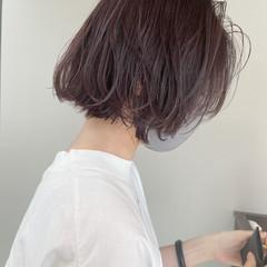 ミルクティーグレージュ ミルクグレージュ ゆるふわパーマ ナチュラル ヘアスタイルや髪型の写真・画像