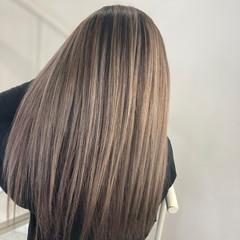ミルクティーベージュ イルミナカラー インナーカラー ナチュラル ヘアスタイルや髪型の写真・画像