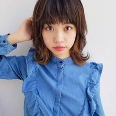 インナーカラー フェミニン セミロング くびれカール ヘアスタイルや髪型の写真・画像