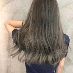 ロング レイヤーロングヘア グレージュ バレイヤージュ ヘアスタイルや髪型の写真・画像