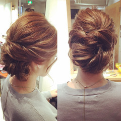 シニヨン ヘアアレンジ ルーズ 大人かわいい ヘアスタイルや髪型の写真・画像