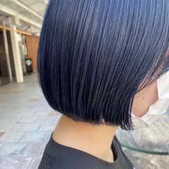 ネイビーブルー ナチュラル 切りっぱなしボブ ショートヘア ヘアスタイルや髪型の写真・画像