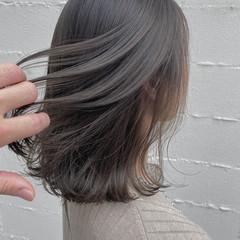 ナチュラル ミディアム 透明感カラー シルバーグレージュ ヘアスタイルや髪型の写真・画像