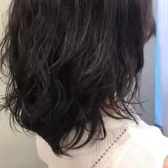 外国人風パーマ ミディアム ゆるふわパーマ エアウェーブ ヘアスタイルや髪型の写真・画像