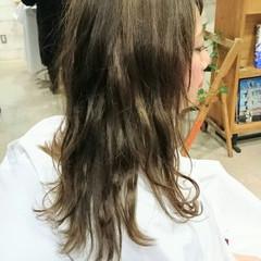 ナチュラル ハイライト アッシュ グレー ヘアスタイルや髪型の写真・画像