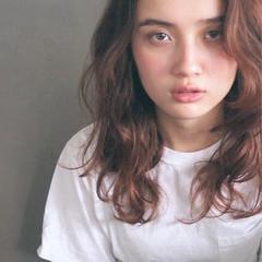 外国人風 レイヤーカット ナチュラル セミロング ヘアスタイルや髪型の写真・画像