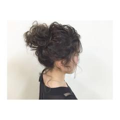 ミディアム ヘアアレンジ 大人かわいい メッシーバン ヘアスタイルや髪型の写真・画像