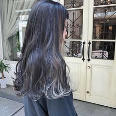 ロング モード 毛束感 インナーカラーホワイト ヘアスタイルや髪型の写真・画像