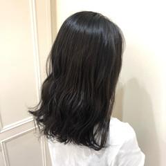 大人カジュアル セミロング 暗髪 ゆるナチュラル ヘアスタイルや髪型の写真・画像