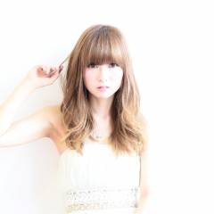 ホワイト ロング 愛され 透明感 ヘアスタイルや髪型の写真・画像