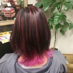 インナーカラー赤 ミディアム ガーリー インナーカラー ヘアスタイルや髪型の写真・画像