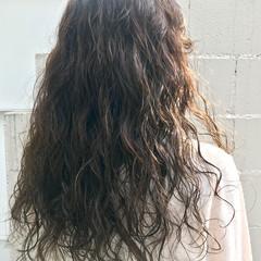 ロング パーマ ゆるふわパーマ 無造作パーマ ヘアスタイルや髪型の写真・画像