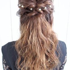 ハーフアップ ヘアアレンジ ヘアピン フェミニン ヘアスタイルや髪型の写真・画像