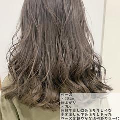 ナチュラル セミロング ブリーチ グレージュ ヘアスタイルや髪型の写真・画像