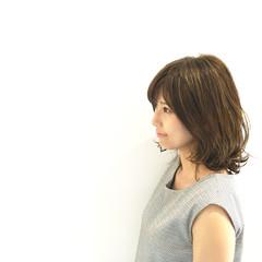 ボブ ウェットヘア ガーリー グレージュ ヘアスタイルや髪型の写真・画像