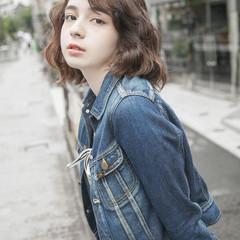 パーマ ストリート ゆるふわ ウェーブ ヘアスタイルや髪型の写真・画像