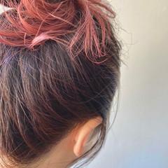 お団子ヘア インナーカラー ヘアアレンジ フェミニン ヘアスタイルや髪型の写真・画像