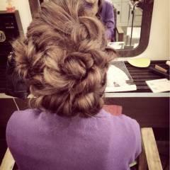 ねじり アップスタイル 編み込み 三つ編み ヘアスタイルや髪型の写真・画像