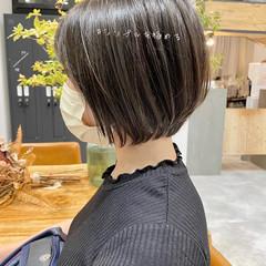インナーカラー 切りっぱなしボブ ナチュラル ショートボブ ヘアスタイルや髪型の写真・画像