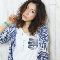 パーマ グラデーションカラー 暗髪 くせ毛風 ヘアスタイルや髪型の写真・画像