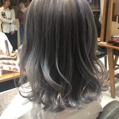 ダブルカラー モード グレージュ シルバーアッシュ ヘアスタイルや髪型の写真・画像
