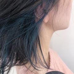 外ハネ インナーカラー ミディアム ブルー ヘアスタイルや髪型の写真・画像
