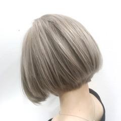 前下がり ブリーチ ボブ フェミニン ヘアスタイルや髪型の写真・画像