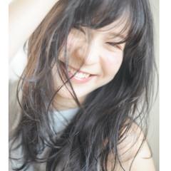 小顔 ロング フェミニン パーマ ヘアスタイルや髪型の写真・画像