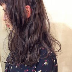 ミディアム デート グレージュ ゆるふわ ヘアスタイルや髪型の写真・画像