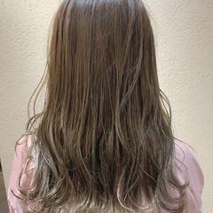 オリーブベージュ アンニュイほつれヘア ナチュラル オリーブグレージュ ヘアスタイルや髪型の写真・画像