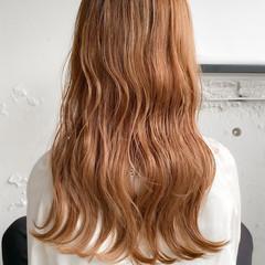 ゆるふわパーマ ナチュラル ベージュ くびれカール ヘアスタイルや髪型の写真・画像