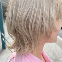 ホワイトブリーチ ミディアム ナチュラル ニュアンスウルフ ヘアスタイルや髪型の写真・画像