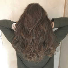 ミルクティー ハイライト イルミナカラー コンサバ ヘアスタイルや髪型の写真・画像