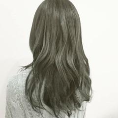 アッシュ ロング ナチュラル ブルージュ ヘアスタイルや髪型の写真・画像