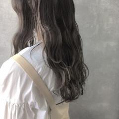 ハイトーンカラー オリーブベージュ アッシュグレージュ ピンクベージュ ヘアスタイルや髪型の写真・画像