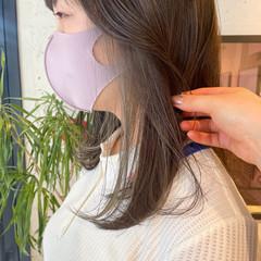 ベージュカラー インナーカラー オリーブカラー ナチュラル ヘアスタイルや髪型の写真・画像