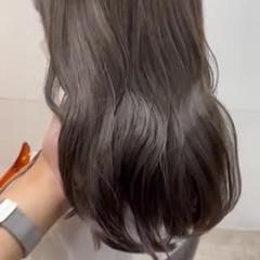 ブリーチなし ロング ヘアカラー オリーブカラー ヘアスタイルや髪型の写真・画像