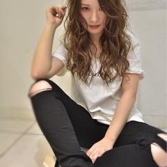 フェミニン ウェーブ 斜め前髪 外国人風 ヘアスタイルや髪型の写真・画像