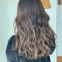 バレイヤージュ ブリーチカラー エレガント コントラストハイライト ヘアスタイルや髪型の写真・画像